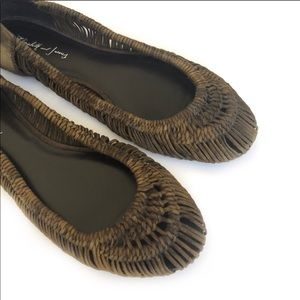 Elizabeth and James woven flats
